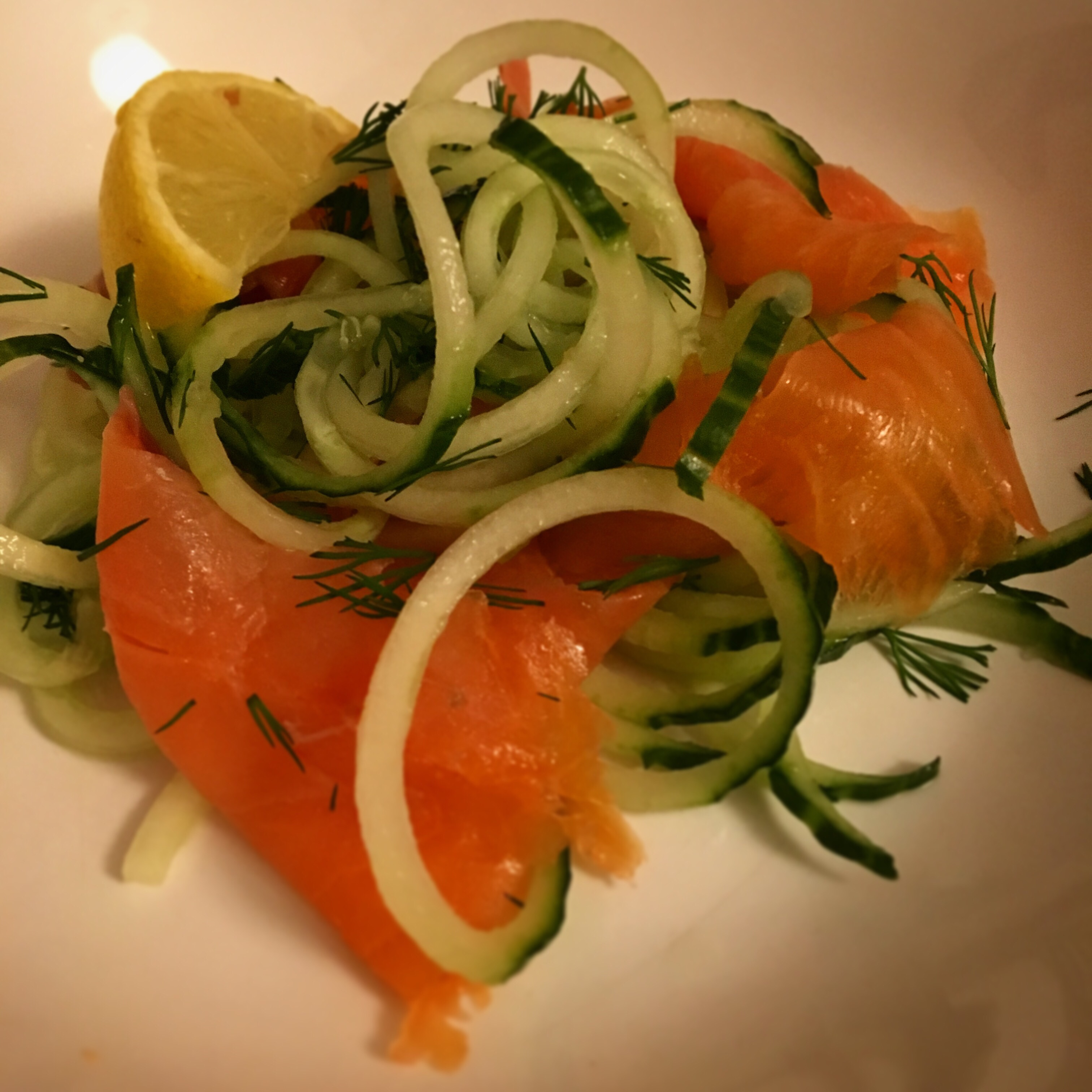 low-carb keto smoked salmon with spiralised cucumber